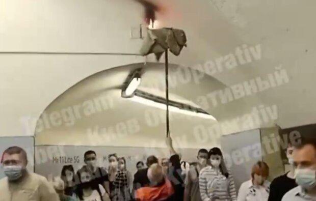 Загоряння у метро, фото: Київ оперативний / Телеграм