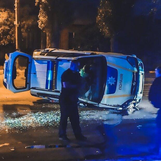 Харківські копи влаштували жахливу ралі на дорозі, машина з людьми - догори колесами: кадри НП