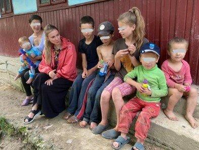 Многодетная семья на Буковине, фото molbuk.ua