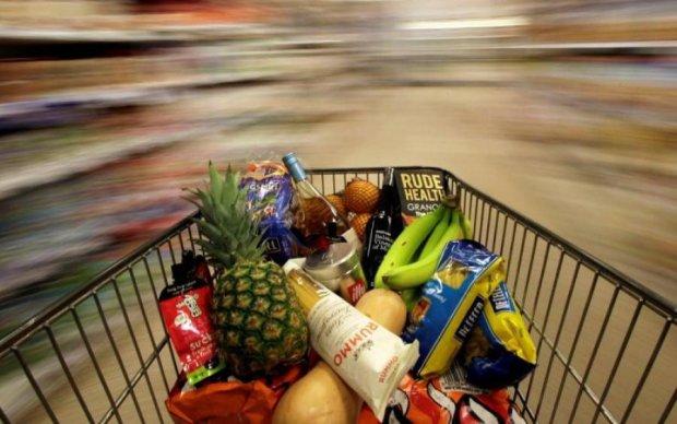 """Кровавые деньги: на полках магазинов """"ЛДНР"""" свободно продают украинские товары"""