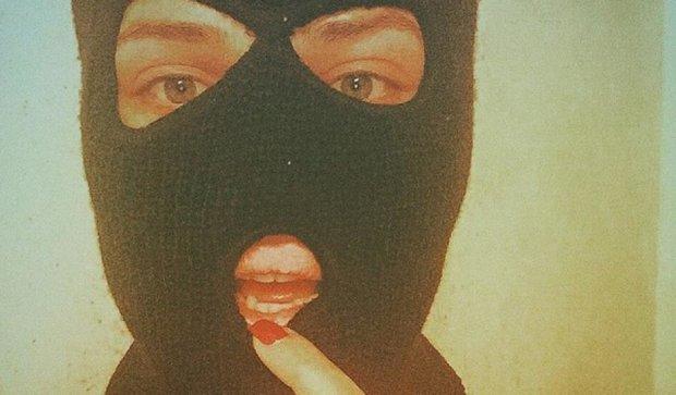 Юная днепропетровчанка смастерила балаклаву и ограбила магазин