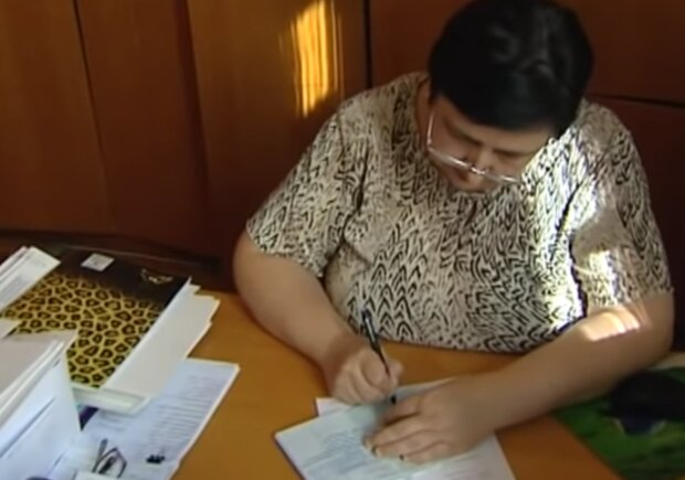 Трудовая книжка, кадр из видео
