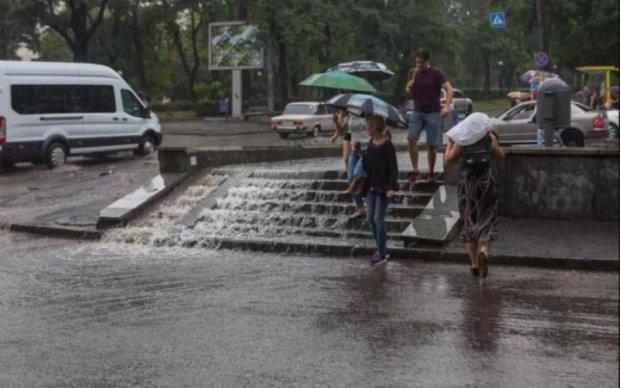 Апокалипсис на Прикарпатье: целый город ушел под воду