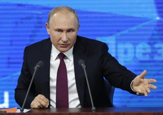 """Кримські активісти залишили зухвале послання ФСБ на плечі у Путіна: """"Тепер твій хід, с*ко"""""""