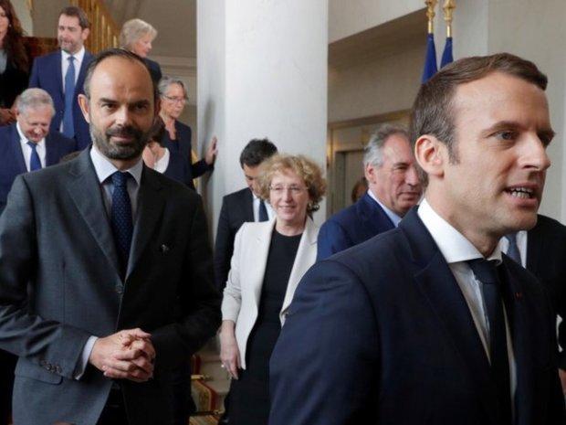 Зеленский прибыл во Францию на встречу с Макроном: как встретили слугу народа