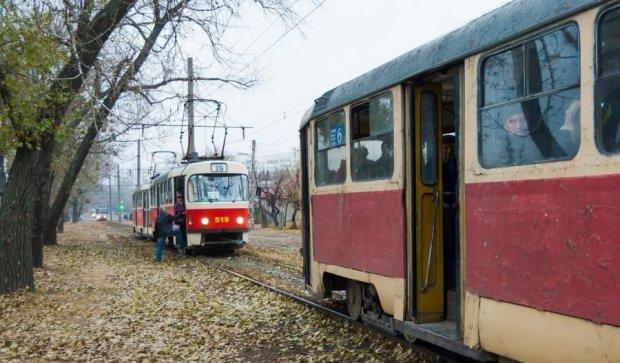 На трамвайних коліях знайшли мертвого чоловіка