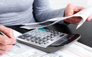 Податки по-новому: українців змусять віддавати половину зарплати
