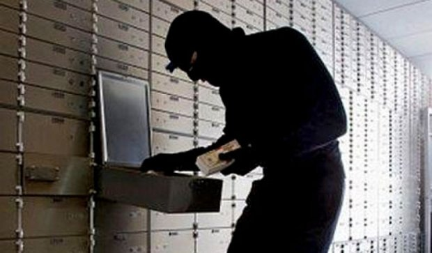 У Кіровограді злочинець пограбував банк за допомогою цигарок і пластиліну