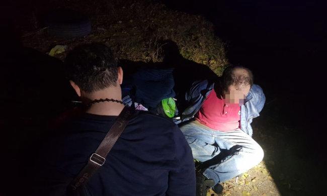 У харківському парку злочинец ледь не вбив підлітка: накинувся та почав лупцювати