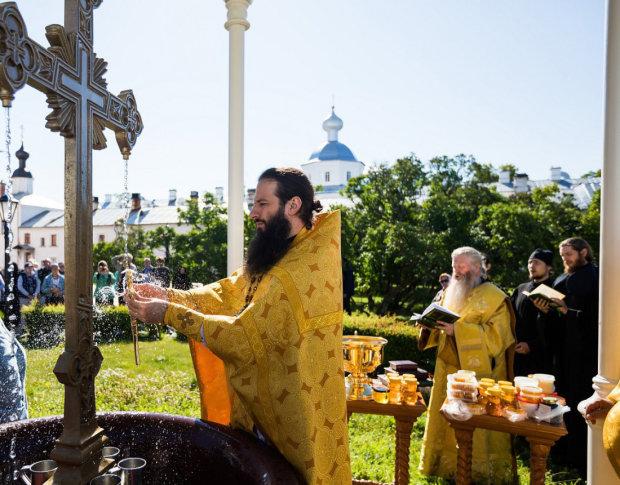 Медовий Спас: красиві привітання у віршах