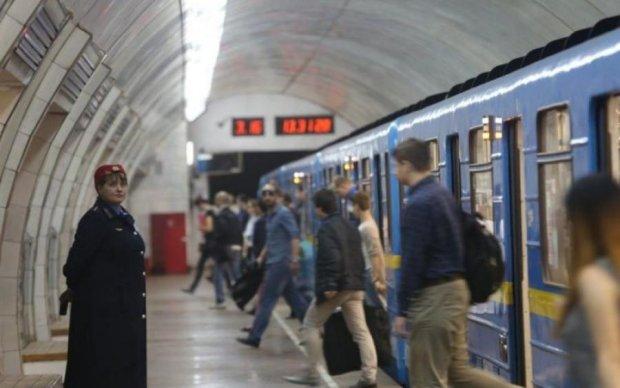 """Это катастрофа! Киевское метро разваливается после """"ремонта"""""""