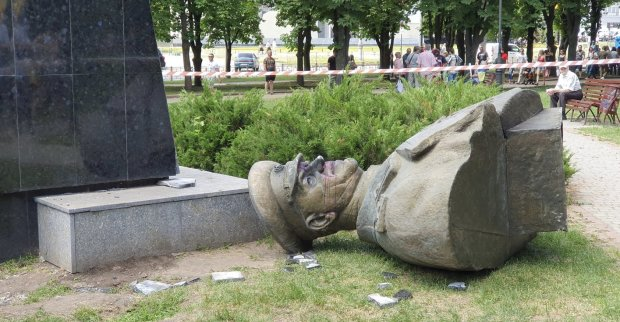 У Харкові реабілітують сталінського ката: у Кернеса відмовилися слухати українців