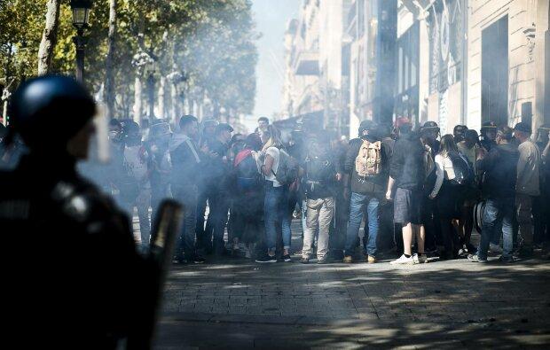 Массовый протест в столице закончился настоящим хаосом, копы арестовали сотни людей: фото