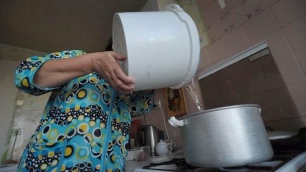 Запоріжців масово залишили без води: кому доведеться страждати цілий місяць