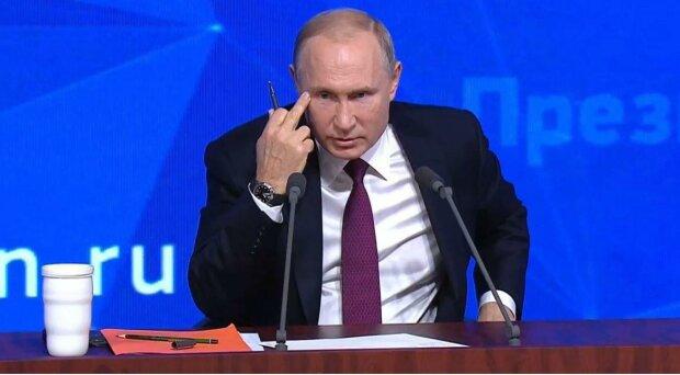 Путин показывает нецензурный жест, фото - Newstube.Ru
