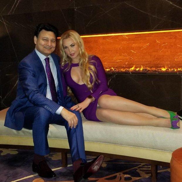Камалия и ее муж-миллиардер показали свои роскошные хоромы: десятки человек прислуги, личный самолет и золотой самовар