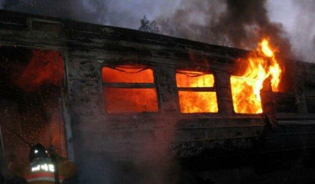 На Харьковщине горели два вагона электрички