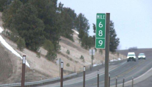 Водії роками крали дорожні знаки з числом 69. Департамент транспорту вирішив їх обіграти і встановив таблички з позначкою 68.9