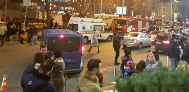 У Києві почалася евакуація, людей виводять через підземні переходи
