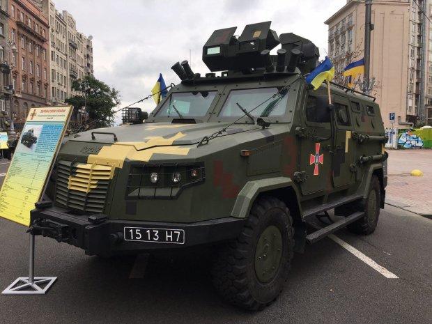 """Броньовик-трансформер """"Лев"""": новітня бойова техніка виправдала надії інженерів"""