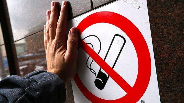 Брось сигарету: в Киеве объявили войну уличным курильщикам