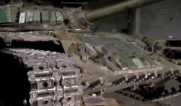 Під Мар'їнкою стоять російські танки (відео)