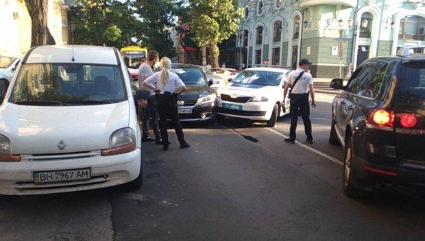На Львовщине неуправляемая машина раздавила женщину: медики примчались уже за холодным телом