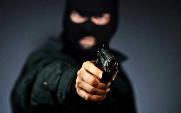 Люди в масках влаштували стрілянину в Одесі: є постраждалі