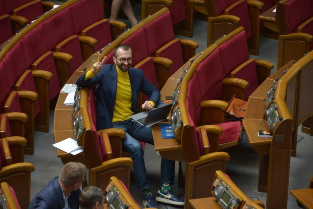 Рада после выборов: молчаливая Савченко, мода на жемчуг и зеленые носки Лещенко