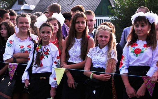 Правильне виховання: благородний вчинок школярки розчулив українців