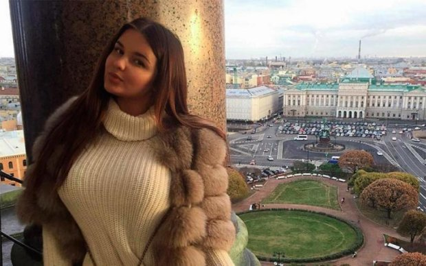 Соковиті ліхтарі російської Кардашьян розігнали всіх туристів: фото