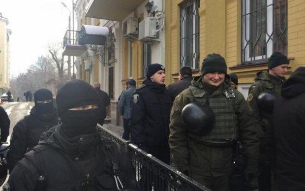 Антитруханівський майдан: противники одеського мера окупували суд