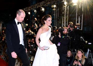 Кейт Міддлтон на BAFTA-2019 похвалилася солодкою фігурою та розкішною сукнею: фото