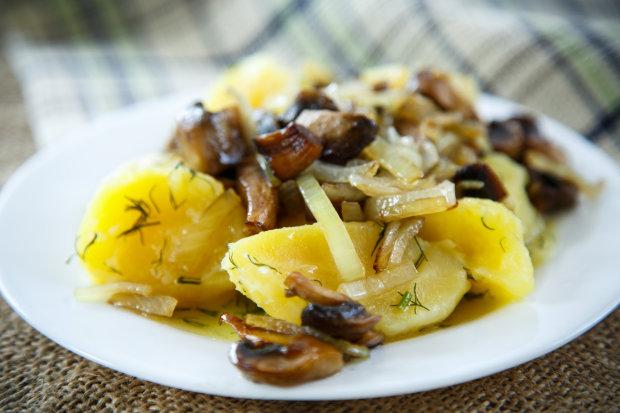 Коли не має ідей що приготувати: рецепт смаженої картоплі з грибами