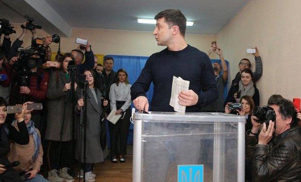 Зеленський голосує на виборах президента України