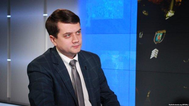 Перепалка Зеленського та Порошенка: Разумков оцінив дії лідера президентських перегонів