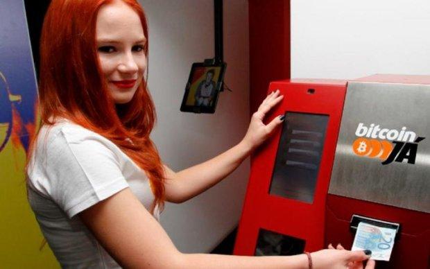 У Києві з'явилися автомати для утилізації гривні