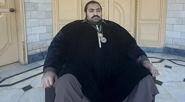 """440-кілограмовий """"Халк"""" з Пакистану шукає дружину, але є дві умови: """"Боюся розчавити"""""""