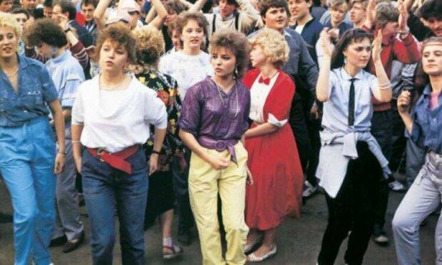 дівчата з 90-их, фото з вільних джерел