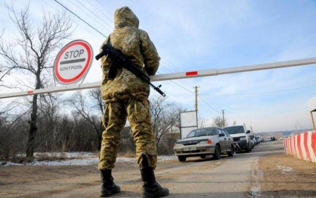 Блокпости на Донбасі запрацювали за новими правилами: що важливо знати