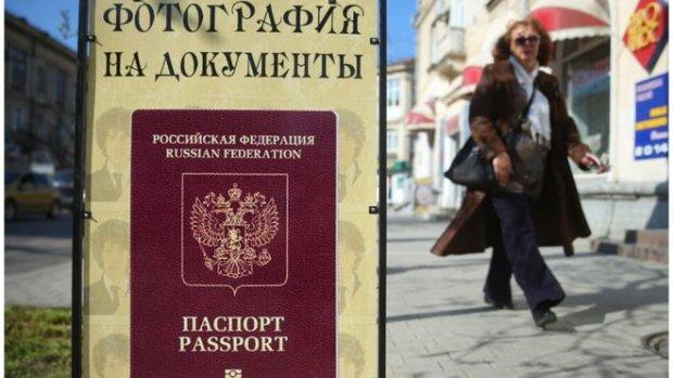 """Путін видає на Донбасі російські паспорти з """"обмеженими можливостями"""""""