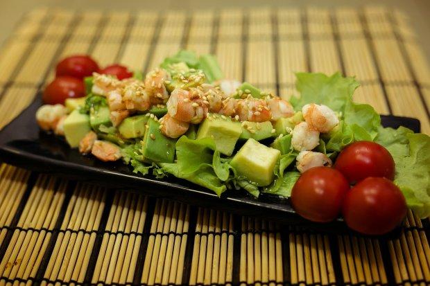 Чарівний рецепт салату для романтичної вечері: побалуй другу половинку