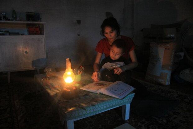 Заряжайте гаджеты: киевлянам устроят уик-энд без света, - кому не повезло