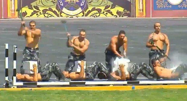 полицейские в Египте, скриншот из видео