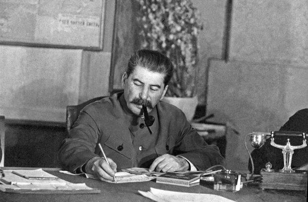 Йосип Сталін, фото у суспільному надбанні