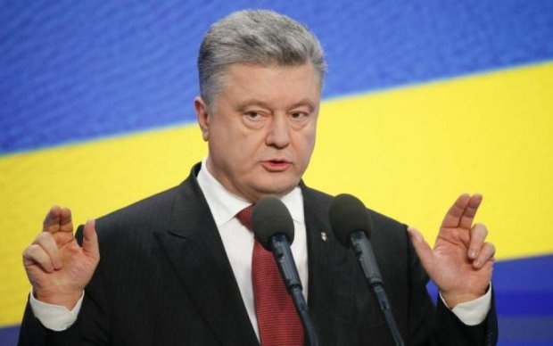Порошенко разрешил украинцам не платить долги