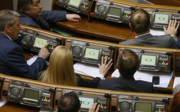 Політики втомилися купувати виборців самі, тому підключили бюджет, - Федоренко