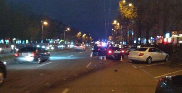 По следам Зайцевой: в Харькове водитель во время гонок смел пешеходов с островка безопасности