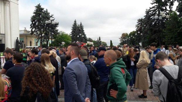 Сотни разъяренных украинцев штурмуют Верховную Раду, выдвинули требования Зеленскому: первые подробности и фото