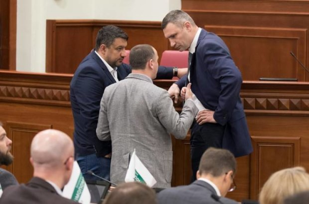 Кличко знову зірвав засідання Київради: депутати збунтувалися та погрожують меру звільненням